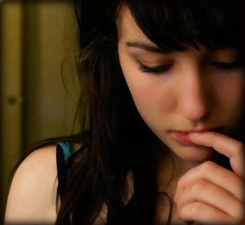 口を触る,癖,心理,女性,顔,唇,顎