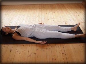 寝ながらストレッチ,瞑想,座りすぎ