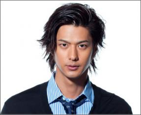 速水もこみちさんは東京都出身の現在年齢32歳。身長は186cm、体重は65kgくらいでしょうか。高校は玉川高校(現在は世田谷総合高校)、大学は首都大学東京を卒業してい