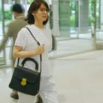 民衆の敵1話衣装!石田ゆり子の白カットソー&パンツ&黒バッグが可愛い!ブランドはどこ?