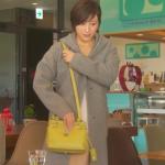 奥様は取り扱い注意衣装小物!8話広末涼子グレーコート&黄色バッグが可愛い!ブランドはどこ?