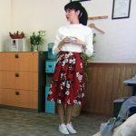 明日の約束7話衣装!新川優愛の白ニット&赤花柄スカートが可愛い!ブランドはどこ?