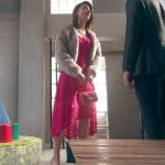 隣の家族は青く見える、高橋メアリージュン衣装!一話ピンクドレスワンピ&赤バッグが可愛い!ブランドはどこ?